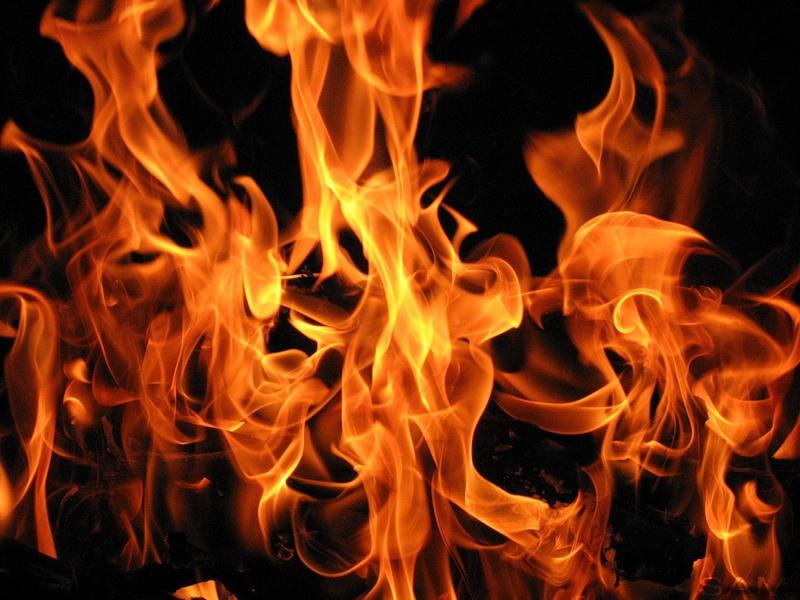 Недалеко от Московского отдела полиции горел автомобиль